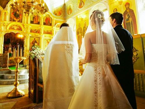 Čaj-od-šljiva-O-Svadbama-engleska-i-srpska-svadba-i-venčanje-u-crkvi