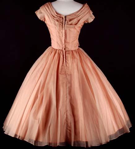 Foto: Moda.com; Autentična venčanica iz pedesetih