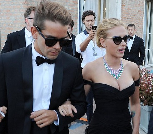 Scarlett Johansson engaged with Romain Dauriac