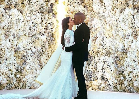kanye-west-kim-kardashian-wedding(2)__oPt